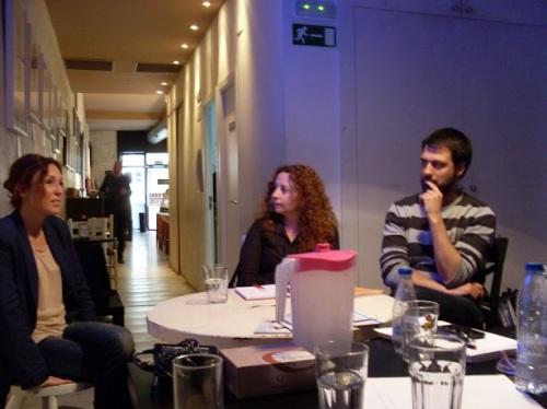 Alumnos del Master charlando con Verónica Larios, Gerente y Fundadora de Microteatro por dinero