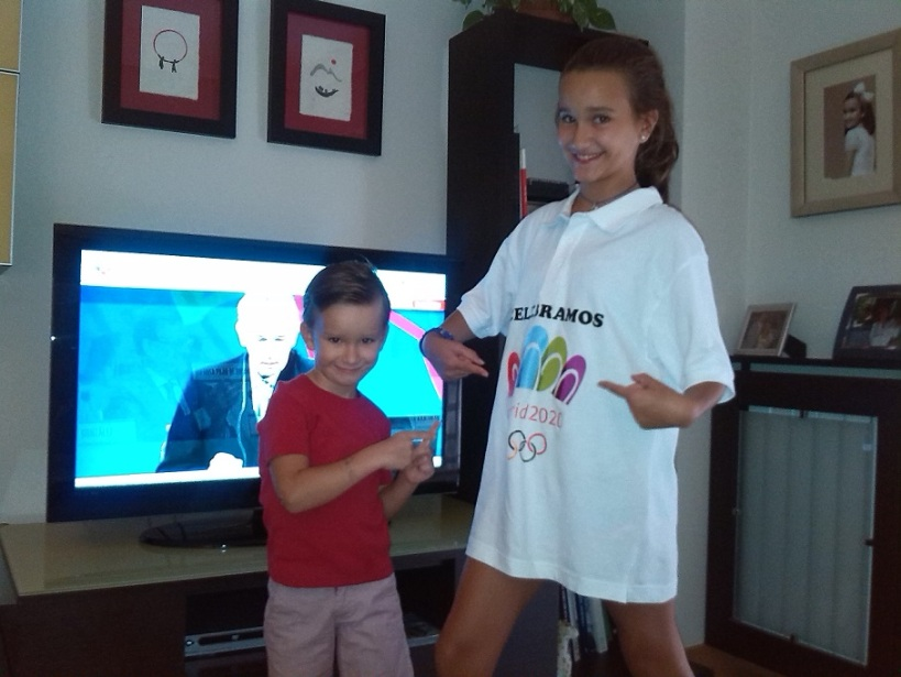 Sofia y Guille apoyando a Madrid 2020