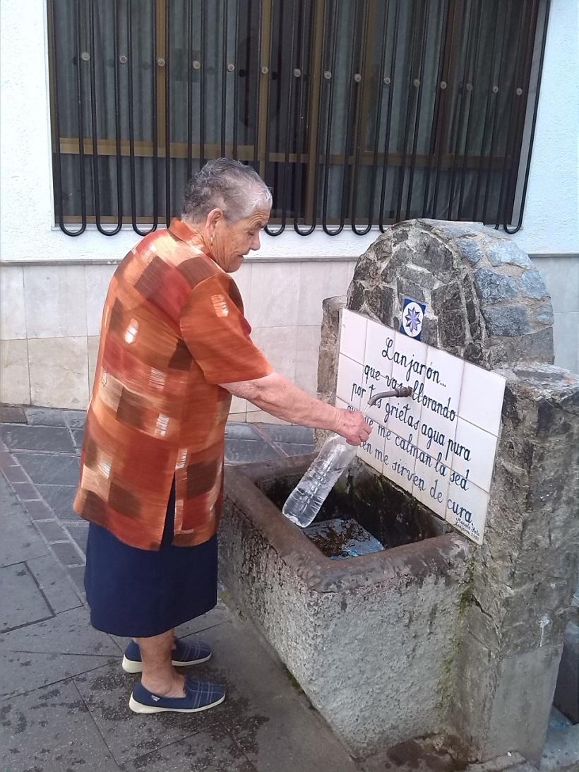 Vecina de Lanjarón el pueblo más longevo de España