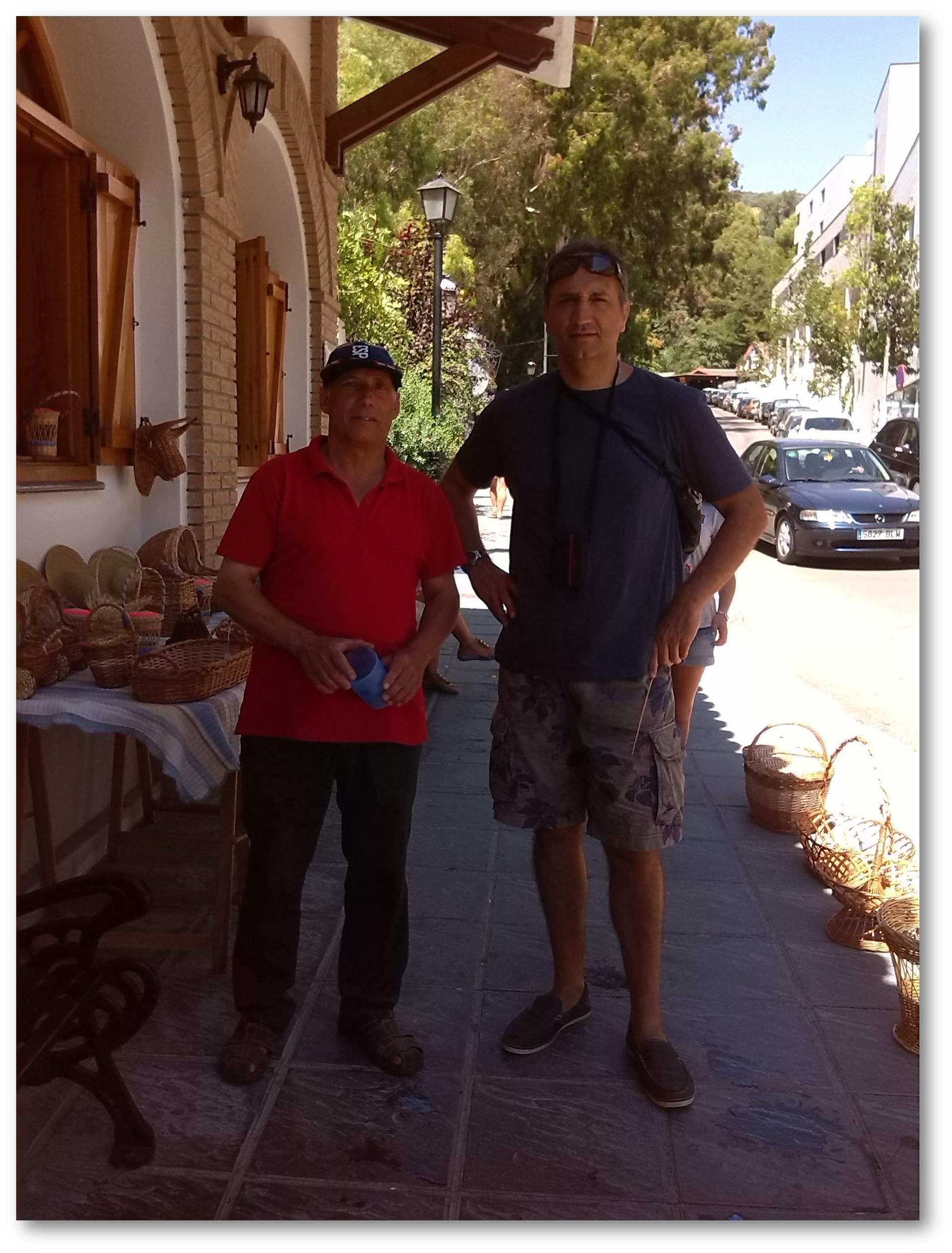 Javier artesano cestero y verdadero Sherpa de Lanjarón