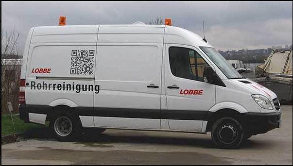 Código QR en un furgoneta de reparto