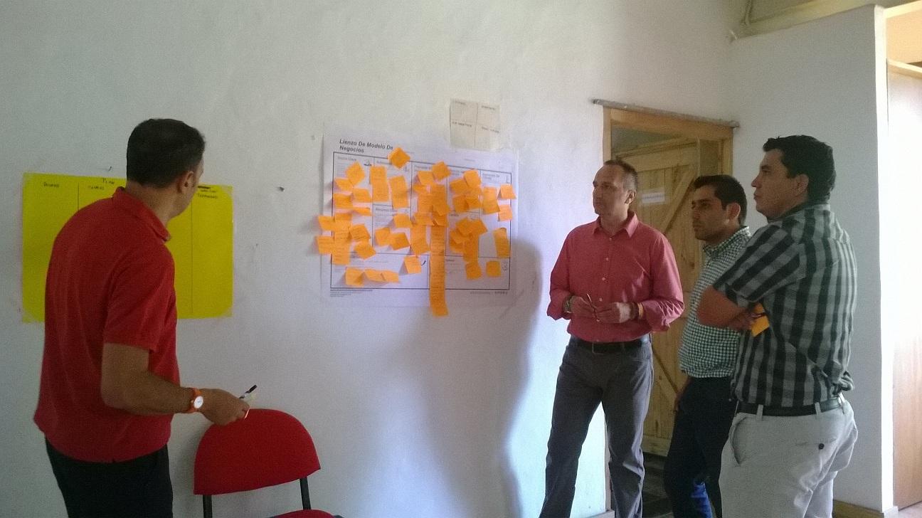 Formación Turismo experiencial: José Cantero y Carlos Sánchez de M2M y dos empresarios de turismo de Santander Colombia