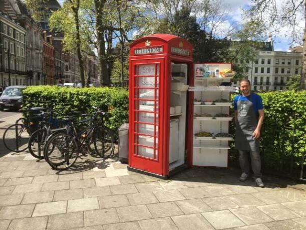 cabina telefónica convertida microlocal