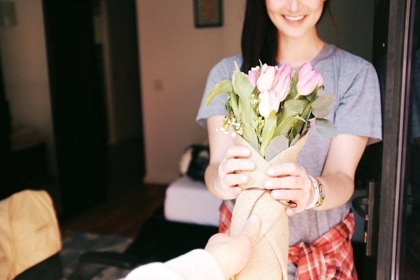 regalar flores marketing emocional