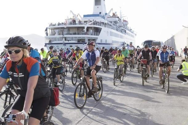Turismo experiencial: cruceristas realizan una ruta ciclista